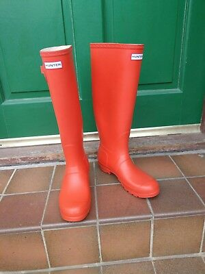 Red women's size 6 knee high Hunter wellies with buckle sides fab condition