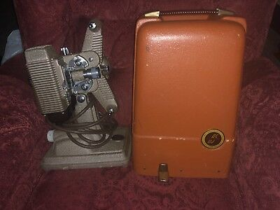 ***AMAZING CONDITION: Vintage Revere 8mm Model P85 Movie Projector with Case***