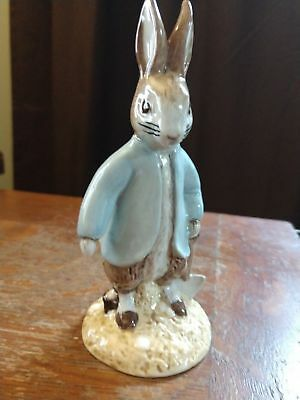BESWICK Beatrix Potter PETER RABBIT DIGGING BP-11a Figurine ~ Very Hard to Find
