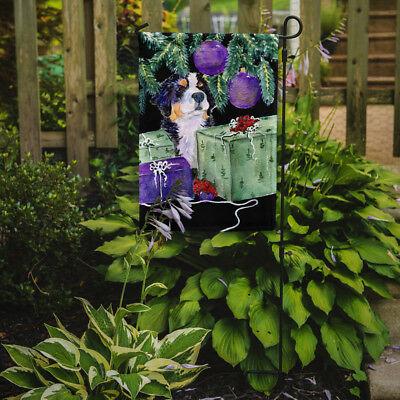 Carolines Treasures  SS8582GF Bernese Mountain Dog Flag Garden Size