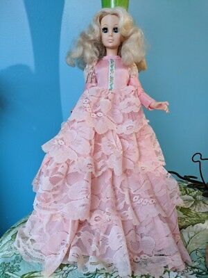 Vintage 1963 Eegee Blonde -Blinking Eyes Collector Doll- 14.5 In Vintage Fashion