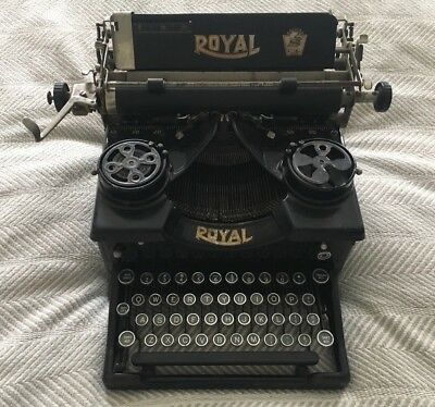 VERY RARE Antique 1920's Royal Typewriter! GREAT Vintage Aesthetic! Black & Gold