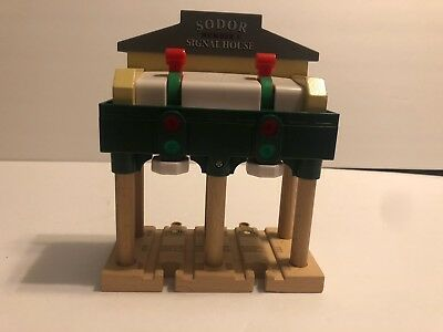 2006 Sodor Lights & Sounds Signal House Station Thomas Wooden Train Brio
