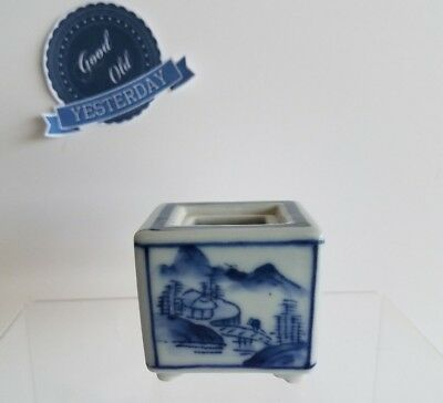 SMALL Vintage Chinese Blue and White Porcelain Cube with Kutani Mark 九谷