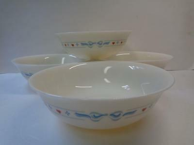 Set of 4 ARCOPAL 6.25in Soup Cereal Bowls Red Hearts Blue Ribbon on Ivory France