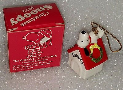 1977 Peanuts SNOOPY on Doghouse Porcelain CHRISTMAS Ornament Dupont NEW in BOX
