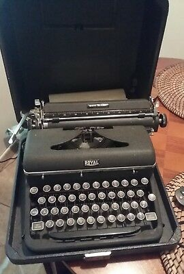 Vintage Manual Royal Quiet DeLuxe Typewriter Portable w/ Case