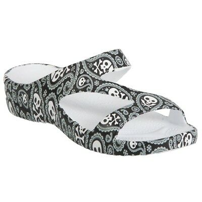 73c735036f3 DAWGS Women s Loudmouth Z Sandals SKULLS Shiver Me Timbers SIZE 7 BLACK    WHITE