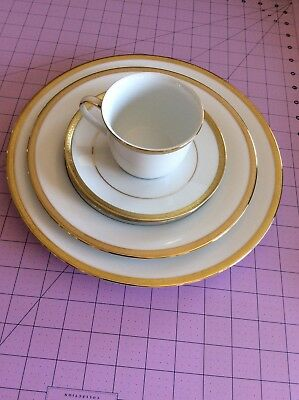Peachy Charter Club Grand Buffet Classic Gold 5 Piece Place Setting Home Interior And Landscaping Spoatsignezvosmurscom