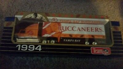 Die cast Large 1994 unopened matchbox tampa bay buccaneers tractor trailer