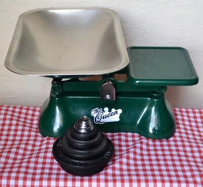 """English Green Weylux """"the Queen"""" Kitchen Scales 8 Stacking Weights Iron & Chrome"""