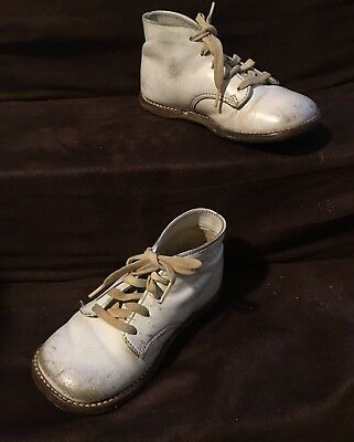 Buster Brown VINTAGE White LEATHER BABY SHOES with Shoe Strings