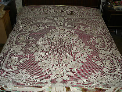 #176 Beautiful Vintage Handmade Filet Coverlet