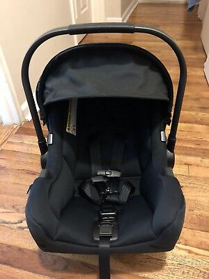 Nuna Pipa Infant Car Seat + Base in Good Condition!!!!