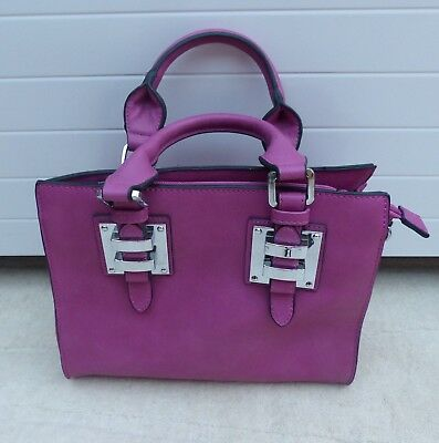 'Superbia' Ladies Handbag in Dark Pink with Two Handles and Zips