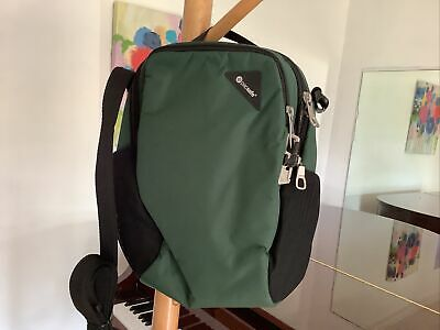 272dd48bb734 NWT PACSAFE VIBE 200 Anti-Theft Compact Travel Bag Forest Green ...