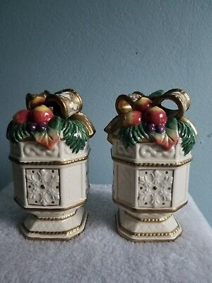Fitz & Floyd Snowy Woods Salt and Pepper Fruit Bow Shaker Classics Collection