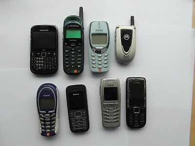 Job lot of 8 vintage mobile phones some with chargers
