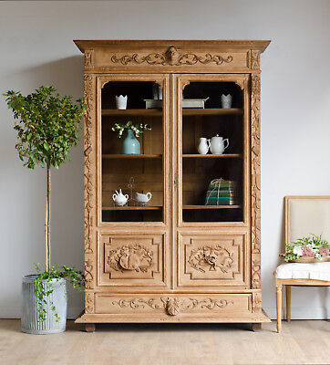 French Antique 19C Carved Light Oak Library Bookcase / Display Cabinet / Armoire
