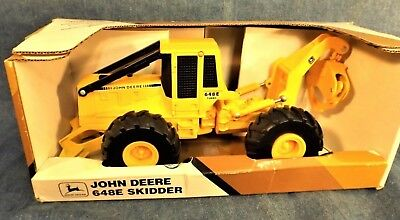 JOHN DEERE 648E SKIDDER - ERTL INDUSTRIAL - 1991 - NEW in BOX - 1/16TH - GRAPPLE