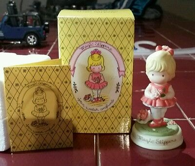 """Avon Joan Walsh Anglund """"Recollections of Childhood"""" Figurine Collection """"Magic"""