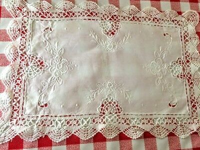 Beautiful white vintage traycloth / doily with embroidery and lace cutwork