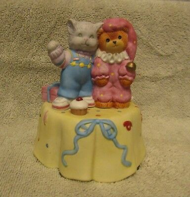 Lucy and & Me Ruffles Cat Bear Birthday Musical Music Box Vintage