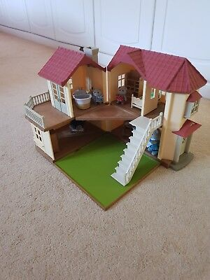 GREAT Sylvanian Families Beechwood WILLOW Hall House with furniture and animals