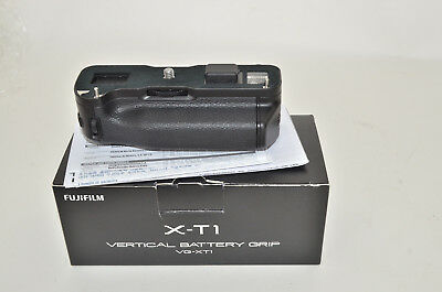 Excellent Fujifilm X-T1 Vertical Battery Grip VG-XT1 with box