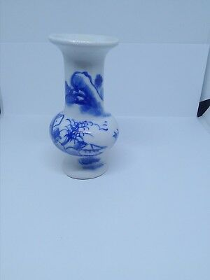 Chinese Qing Dynasty 19Th Century Kangxi Blue & White Porcelain Miniature Vase
