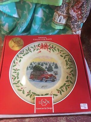 Lenox 2017 Annual  Christmas Plate Red Station Wagon Woody Truck