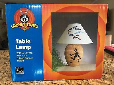 1999 Looney Tunes Wile E Coyote Road Runner Table Lamp in box