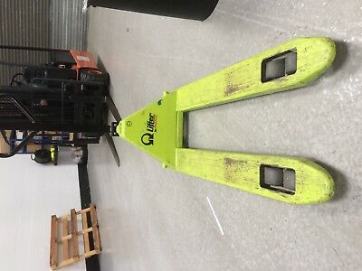 Pramac Hand Pallet Truck 2200KG Weight - Lifts Very Slowly