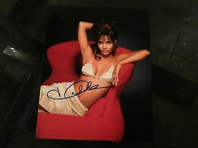 HALLE BERRY Actress Original Hand Signed In Ink Autograph 8X10 Photo w/COA