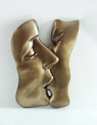 THE KISS Contemporary Lovers Wall Plaque Art in Bronze Effect Ornament