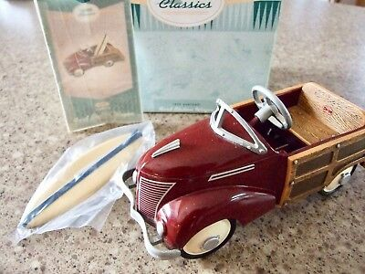 1939 Garton Ford Station Wagon / Kiddie Car Classics Hallmark 1996