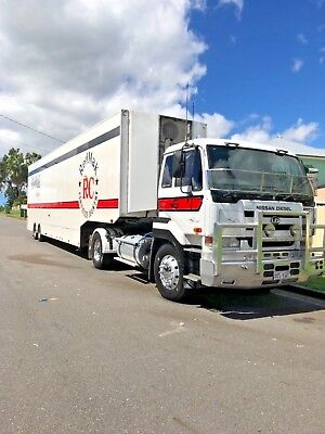 2005 UD CW385 4x2 Single Drive Prime Mover