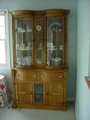 Hutch & Sideboard-2 Piece - Pulaski - Curved Front Glass -Pick Up Only