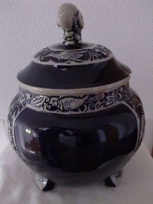 Soap tureen by Dümler & Breiden, decorated with birds. Germany, 1930's