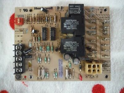 Honeywell ST9120C4016 HQ1009836HW 1009836 Furnace Control Circuit Board Used
