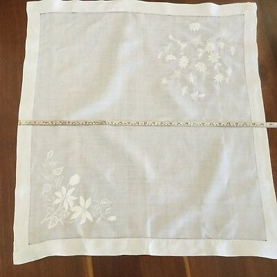 TABLECLOTH-LINEN-SQUARE - SATIN STITCH EMBROIDERY - HAND MADE - 75-80cm - DAISY