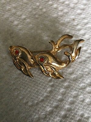 735ec2384e0c VINTAGE GOLD TONE Fun Fish Goldfish Beta with Red Rhinestone Eye Pin ...