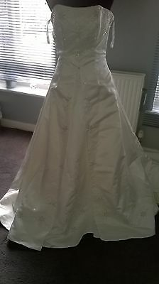 REDUCED! Vintage ALFRED ANGELO SIZE 12 Beaded Embroidered Wedding Dress BNWT