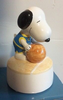 VINTAGE Peanuts Snoopy NBA Basketball Willitts 9581 Designs Ceramic Musical 1989