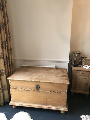 Beautiful Antique Vintage Victorian Chest / Trunk / Blanket Box/ Large