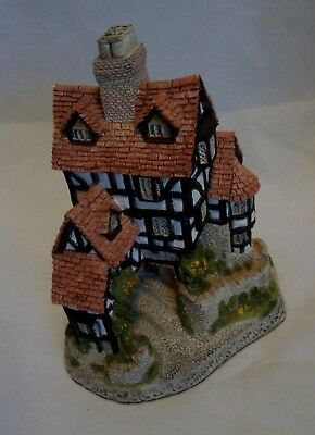 David Winter Squires Hall Cottage Figurine 1985 - Retired 1990