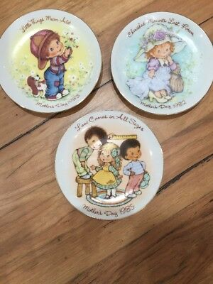 2 X Mothers Day Plates Avon Collection 1983 1985 collectables display