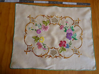 IMPRESSIVE DOGWOOD ROSES Large Tray Cloth Hand Embroidered Table Centre