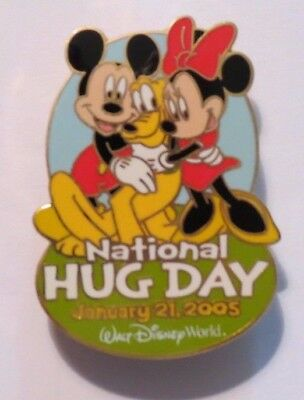 Disney Wdw National Hug Day 2005 Pluto Mickey Minnie Mouse Le 1500 Pin