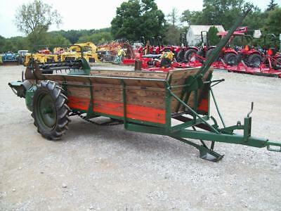 Nice older New Idea 12A Manure Spreader , Ground Drive , Good Condition